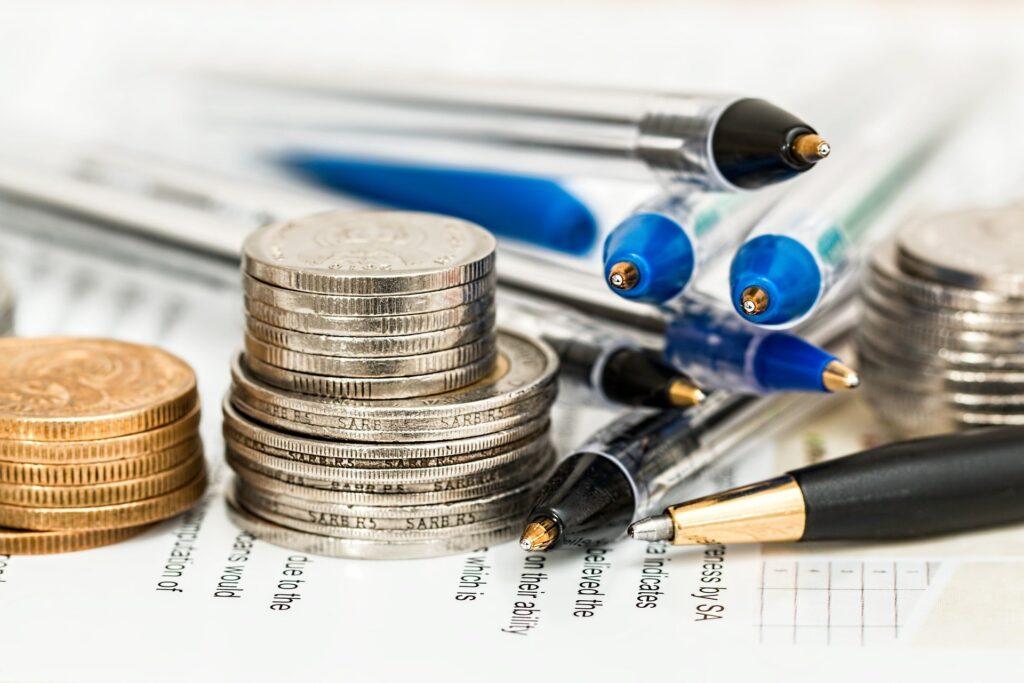 お金とペン